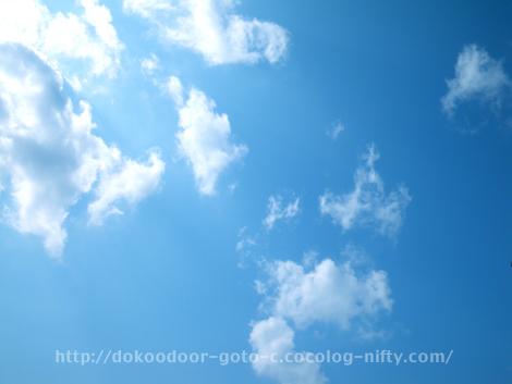 優しい青空
